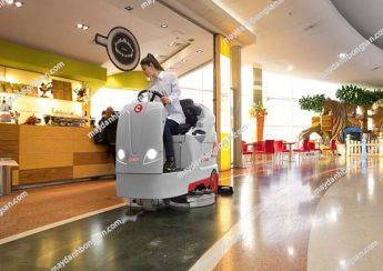 Máy chà sàn ngồi lái phù hợp làm việc trong không gian có diện tích mặt sàn rộng lớn