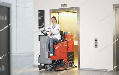 Lý do các bệnh viện ưa chuộng máy chà sàn ngồi lái
