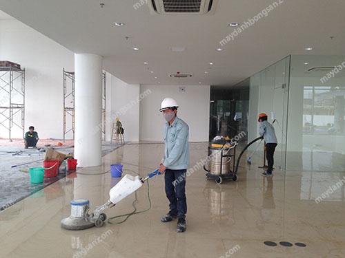 Máy chà sàn đơn có kích thước nhỏ gọn, dễ sử dụng