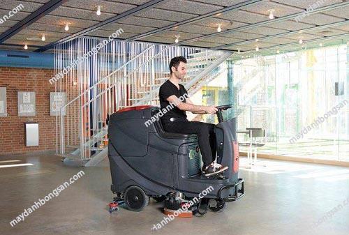 Máy chà sàn ngồi lái là thiết bị làm sạch hiên đại bậc nhất hiện nay