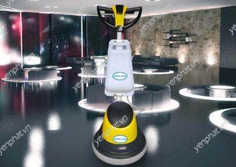 Máy chà sàn giữ cho không gian quán cà phê sạch sẽ, thơm tho