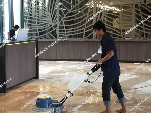 Máy chà sàn thông dụng trong việc vệ sinh sàn nhà