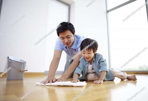 Lau nhà thường xuyên để nhà luôn được sạch sẽ, thơm tho
