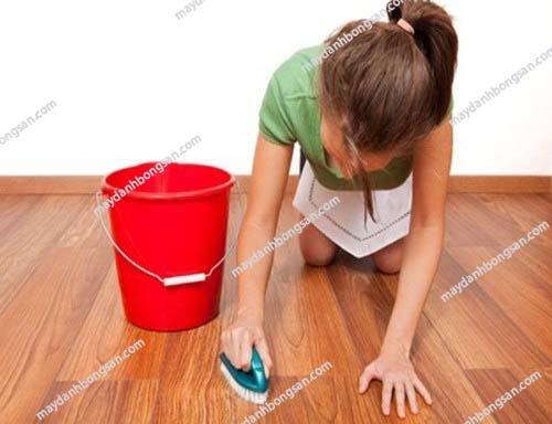 """""""Mẹo"""" làm sạch sàn gỗ tự nhiên đúng cách và hiệu quả"""